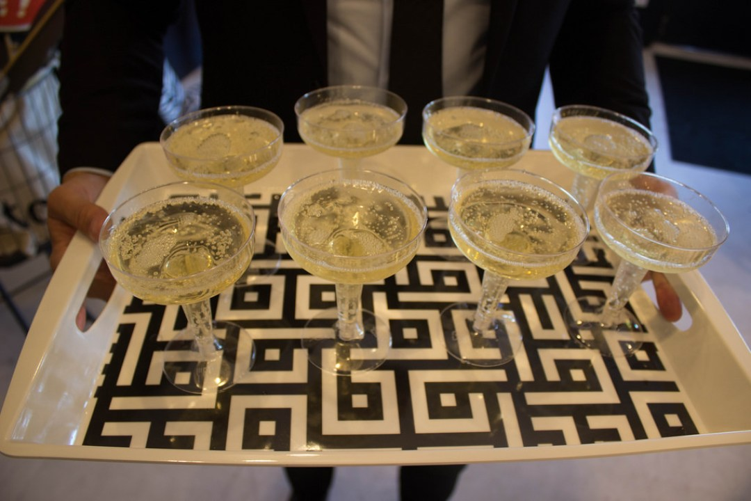 wien-and-canvas-champagne