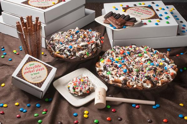 chocolate_pretzel_pizzas_600