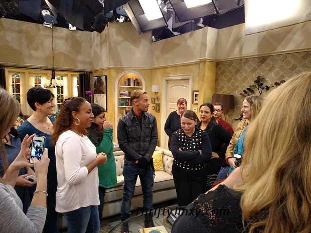 Joey Lawrence on Set of Melissa and Joey with Mom Bloggers