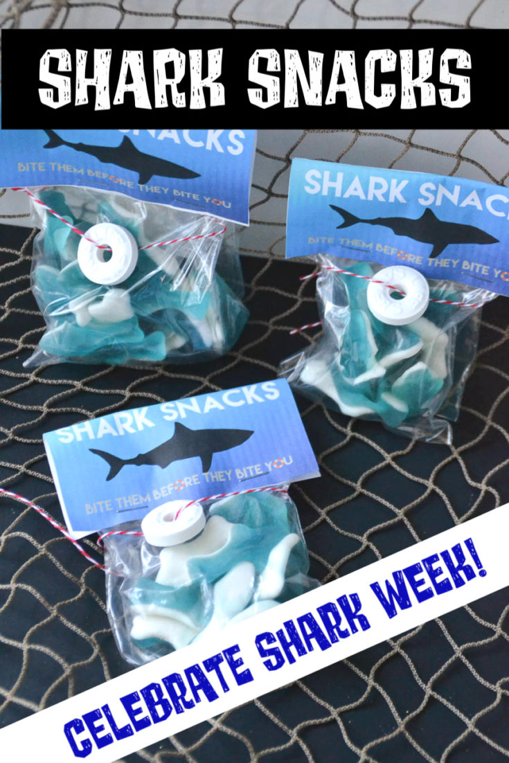 Celebrate Shark Week or plan for a treat for a shark-themed birthday party with these fun and easy-to-make Shark Snacks! #sharks #sharkweek #sharksnacks #sharkparty #partyfavor #treatbags