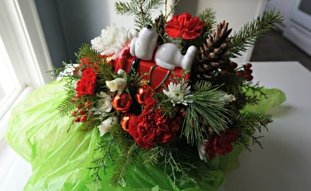 Christmas Snoopy Dog House Bouquet