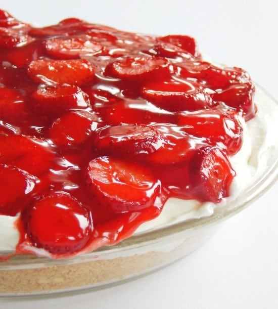 Easy Strawberry Cheesecake Pie Recipe