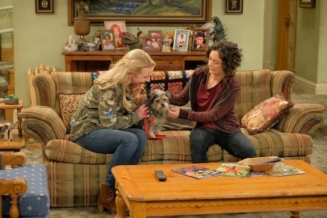 Becky and Darlene on Roseanne Couch