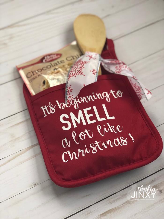 Christmas Cricut Pot Holder with Iron On