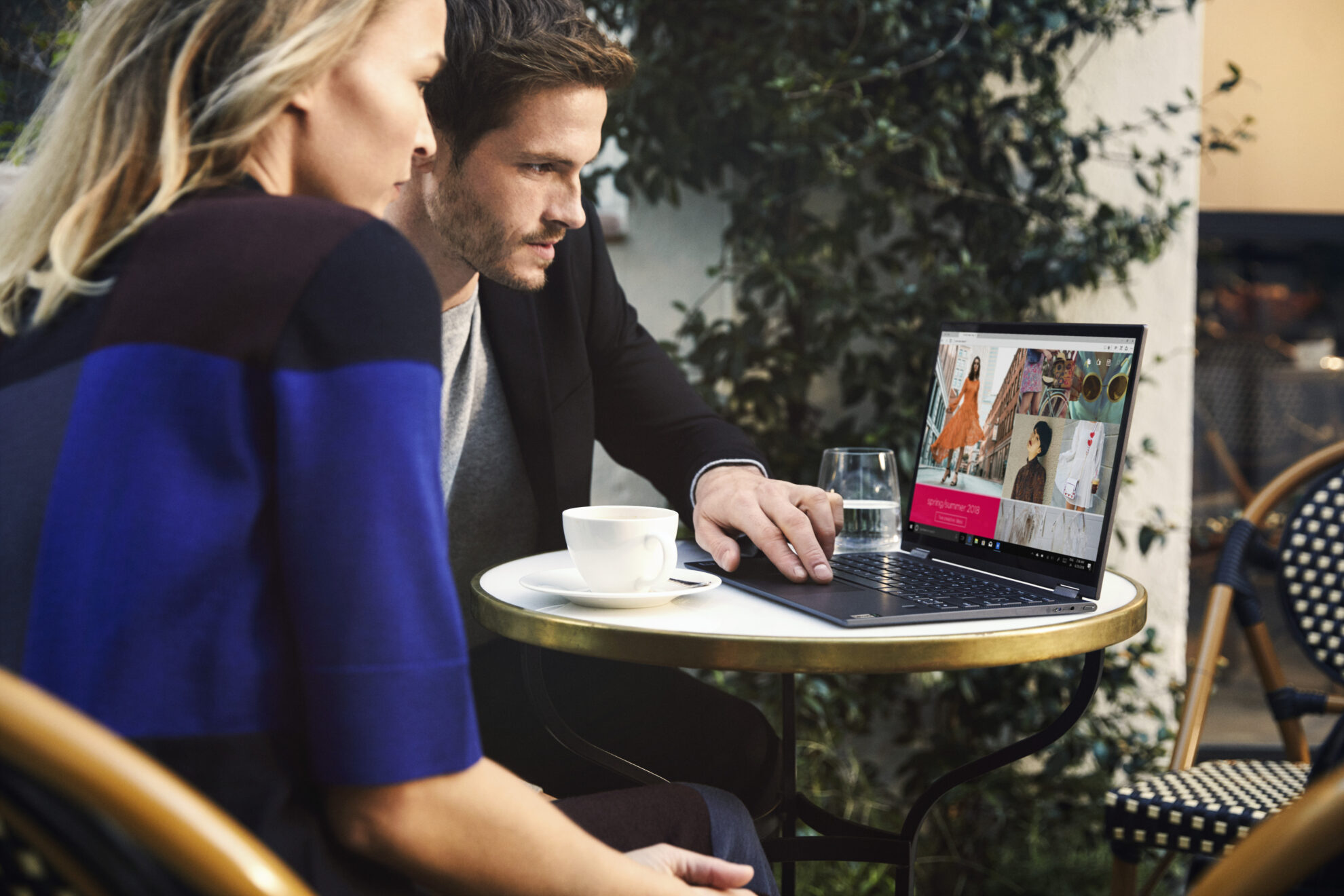 Couple using Lenovo Flex5G at outdoor table