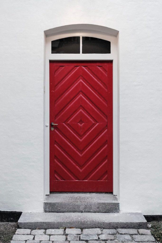 feng_shui_red_door