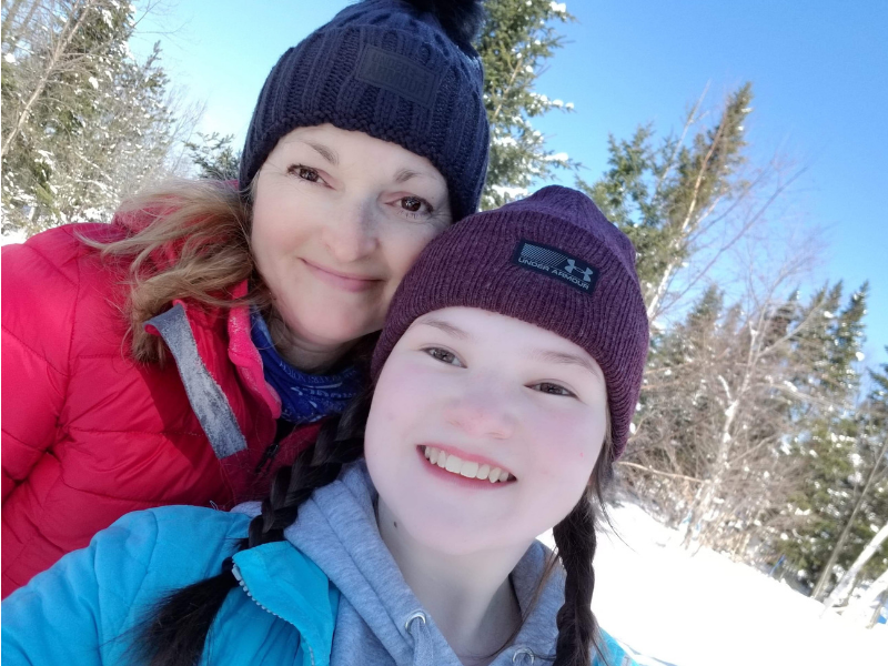 Woman_and_teen_daughter_in_winter_clothing_good_skin