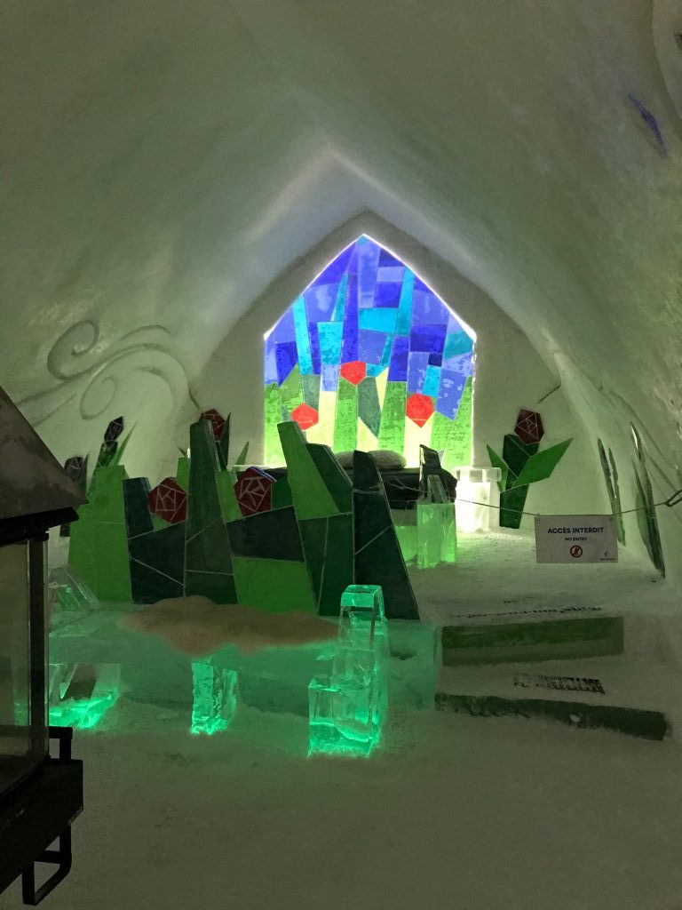 honeymoon_suite_hotel_de_glace_colourful_stained_glass_window_feature_garden_bed
