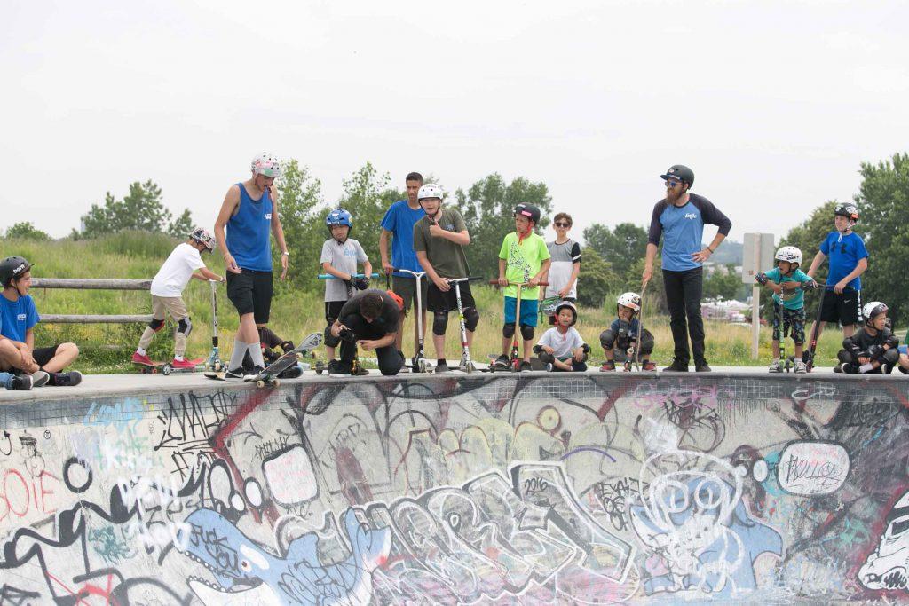kids_skateboarding