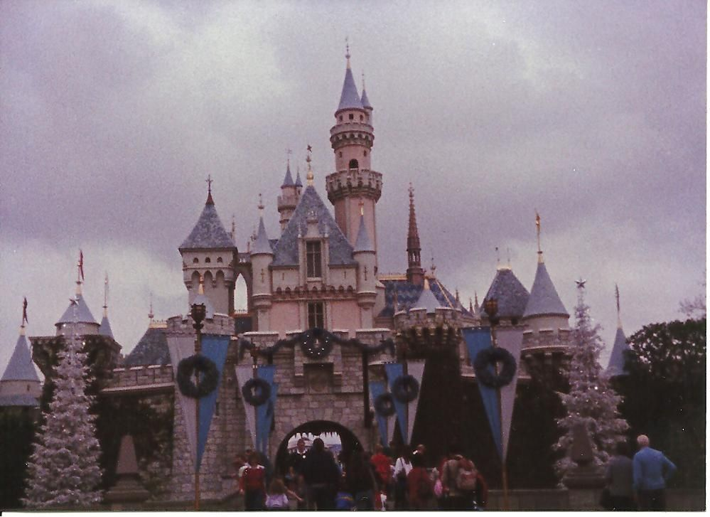 12 Pictures Of Disneyland In The 80s That Will Take You