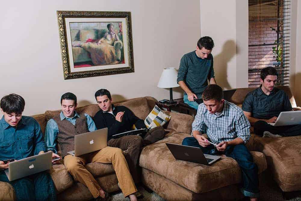2015-watchmen-working-at-the-apt