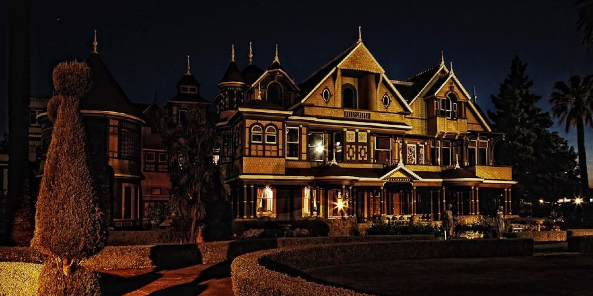 halloween candlelight tour at winchester mystery house