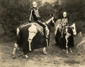 scary-vintage-halloween-creepy-costumes-34-57f65ae1f0212__605