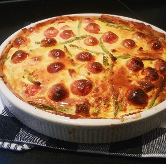 Quiche met groene asperges en tomaatjes