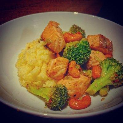 Zalm met broccoli en cashewnoten