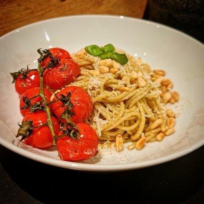 Pestospaghetti met gepofte tomaatjes