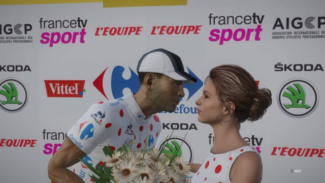 Tour de France 2017 - Leaning in for a kiss.