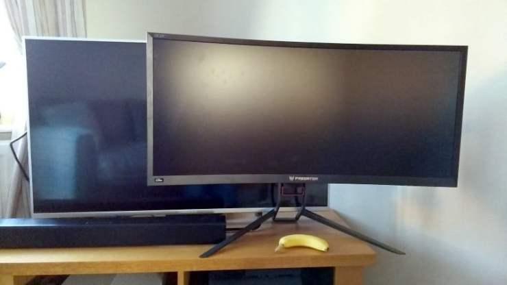 Acer Predator Z35P size comparison vs TV and banana