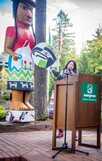 Welcome Woman Carving Unveiling The Evergreen State College-18