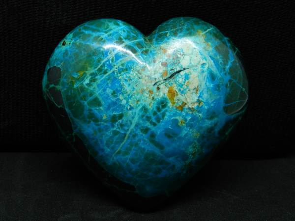 Image of the deep colours on Shattuckite Heart