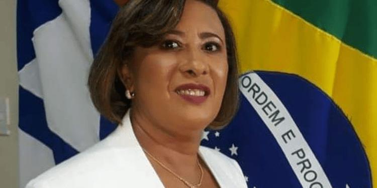 Vereadora de Candeias quer nomear seu marido como co-vereador com direito a carteira de identificação e kit parlamentar