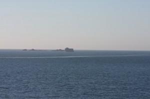 Île et sillage au large de Saint-Malo