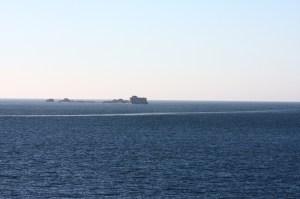 Île et sillage au large de Saint-Malo (retouchée avec UFRaw)