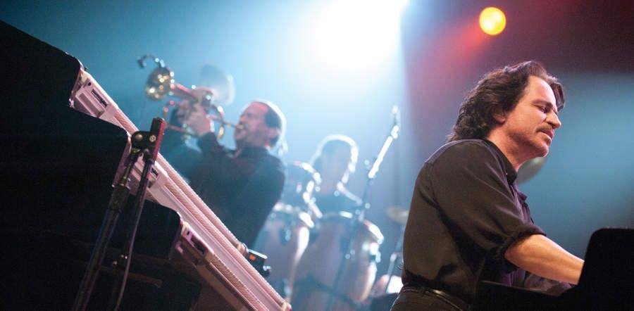"""Yanni Announces """"Acropolis"""" 25th Anniversary Tour Dates"""