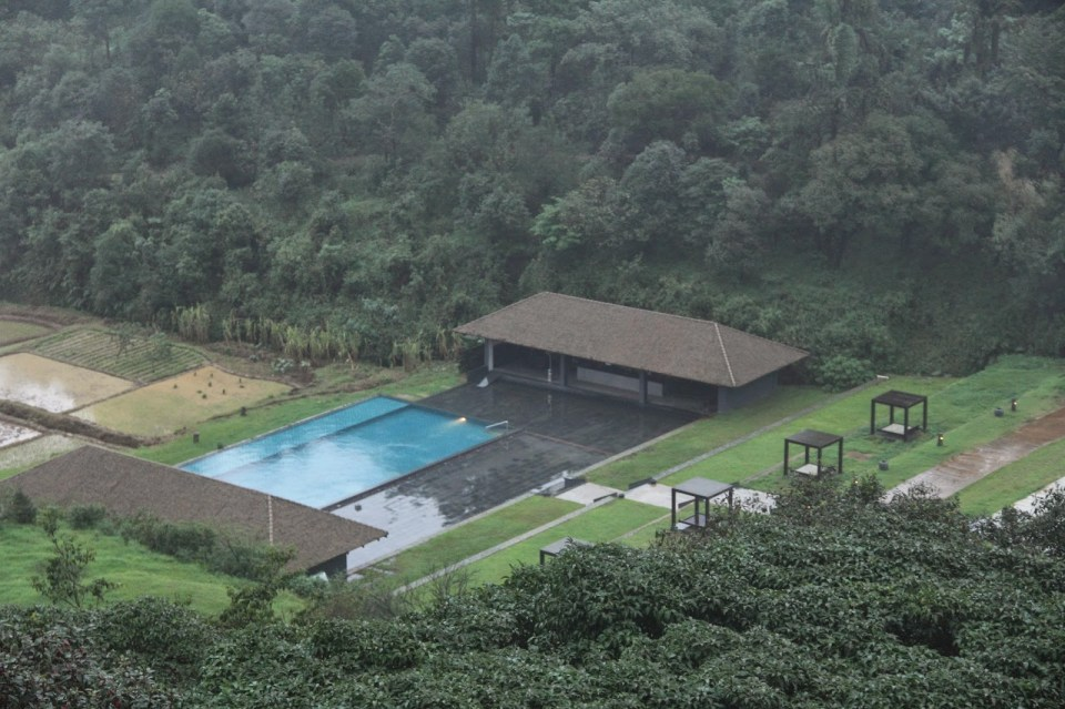 Coorg: Outdoor pool at the Taj