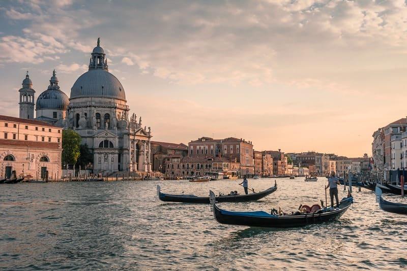 villes sur l'eau - Venise et ses gondoles