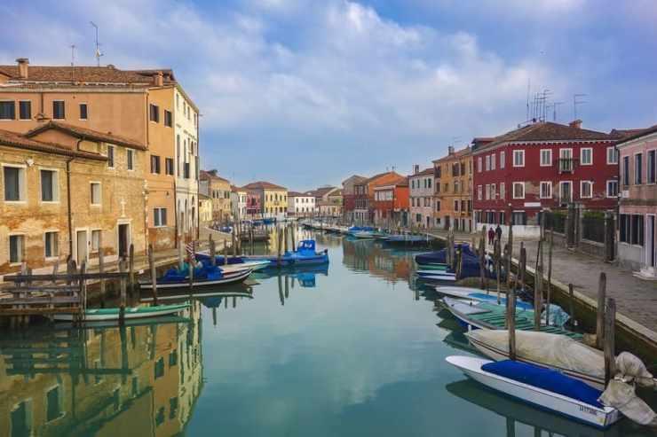 villes sur l'eau - murano venise eau et bateaux