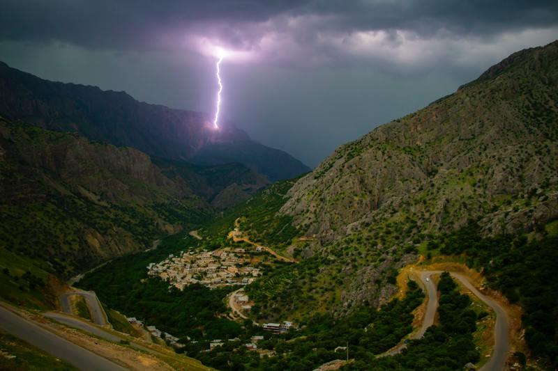 orage de montagne et éclair