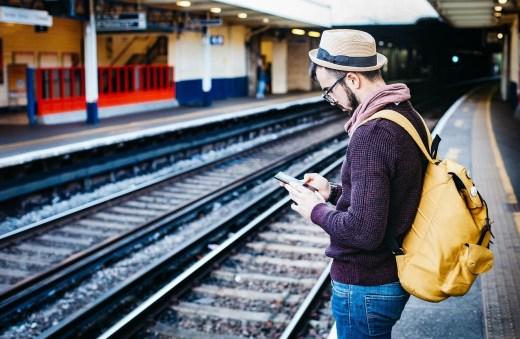 voyageur gare téléphone application mobile voyage