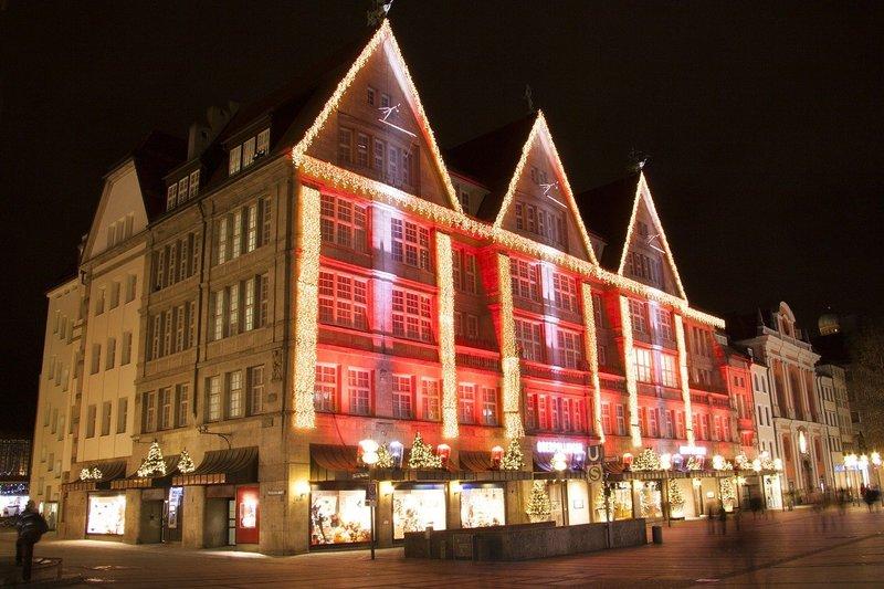 façades de magasins illuminés noël à copenhague