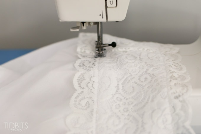 DIY Lace PIllowcase | Add some vintage charm to a pre-made basic pillowcase. & DIY Lace Pillowcase - Tidbits pillowsntoast.com