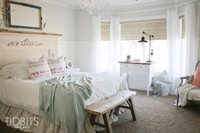 Spring Home Tour by TIDBITS. 3 Steps to seasonal decorating to ensure your decor flows well with your home.