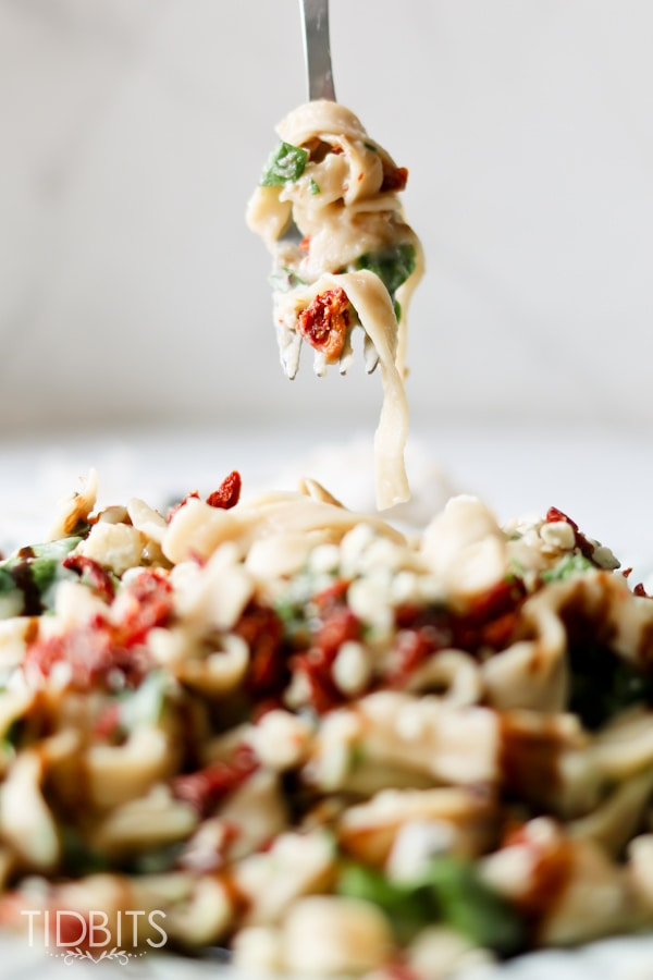 Pressure Cooker Cauliflower Fettuccine Alfredo. Healthy, delicious, and packed full of veggies!