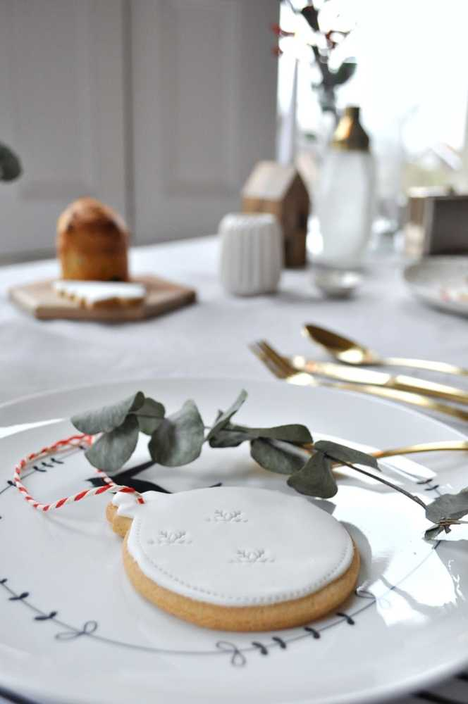 Scandinavian Christmas table setting