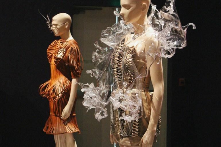 iris-van-herpen-transforming-fashion-4a