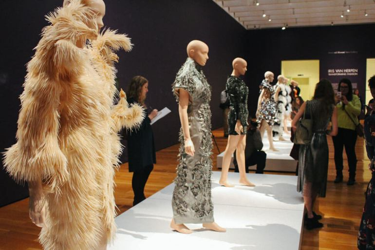 iris-van-herpen-transforming-fashion-9a
