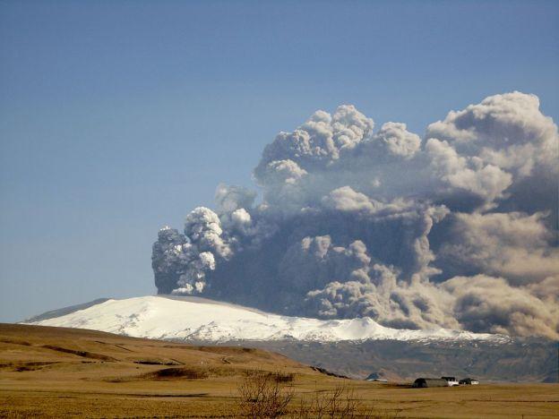 1024px-eyjafjallajokull-april-17