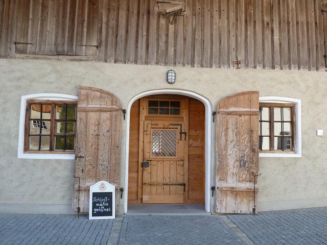 Eingang zur Gaststube in der Schlossmühle Liebenthann