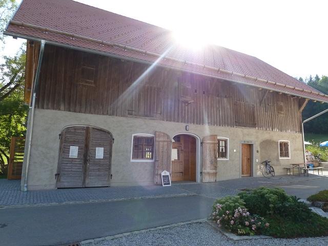 früher Stadel, heute Gaststube der Schlossmühle Liebenthann im Günztal