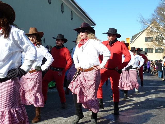 Tanzende Cowboys im Schlafanzug