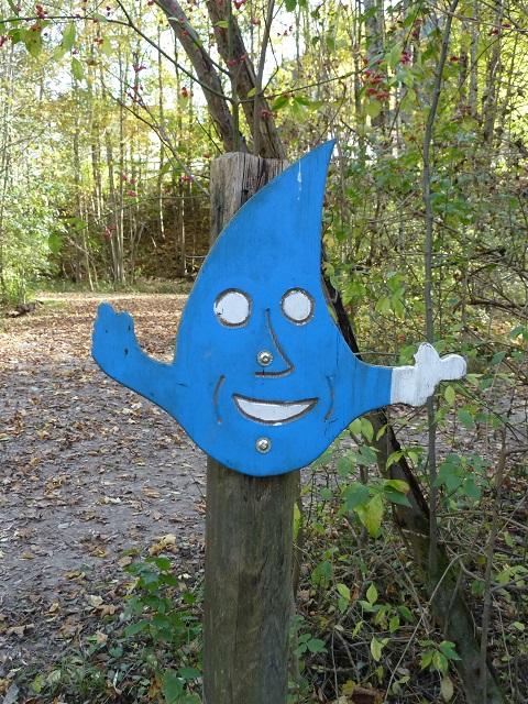 Hinweisschild zum Auwaldpfad im Walderlebniszentrum Ziegelwies