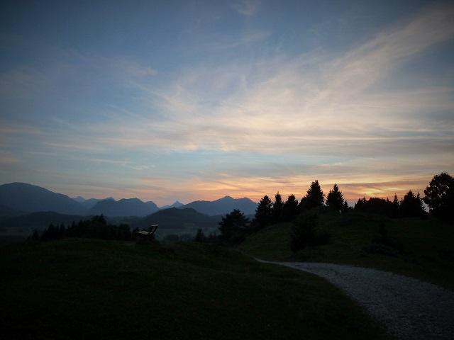 Heimweg von der Alpe Beichelstein in der Abenddämmerung