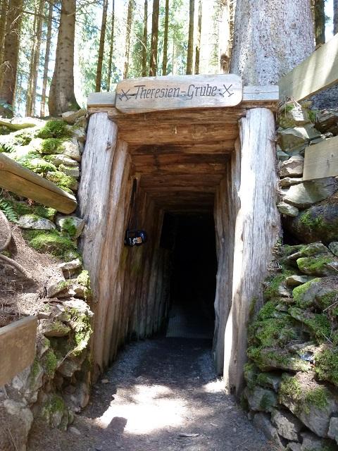 Eingang zur Theresien-Grube in den Erzgruben Burgberg