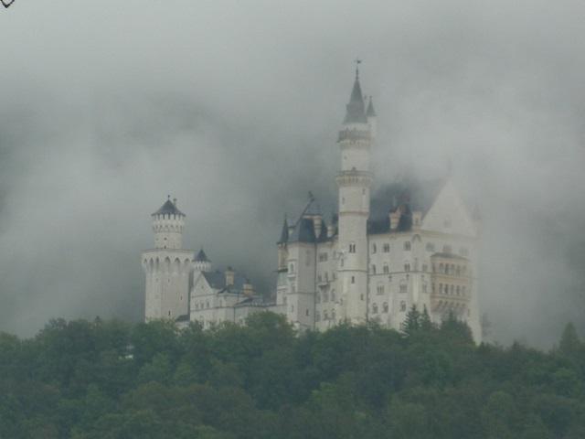 Schloss Neuschwanstein im Regen