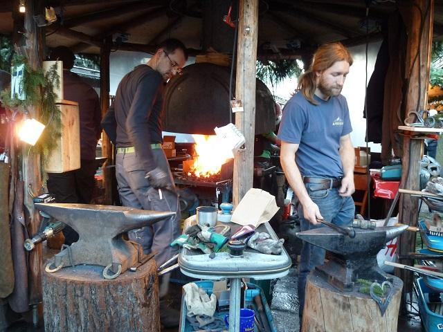 auf dem Erlebnis-Weihnachtsmarkt in Bad Hindelang: lebende Werkstätte