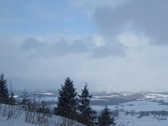Blick vom Buchenberg auf den zugeschneiten Forggensee